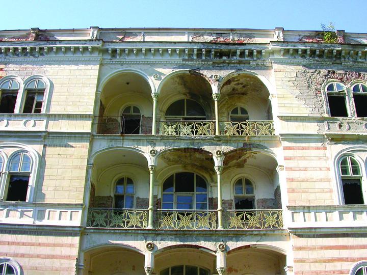 Baile Herculane Hotel Decebal Fiscul scoate la vanzare un hotel...bantuit!