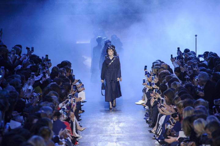 Dior paris look 70 Casa de moda Dior a sarbatorit 70 de ani de existenta