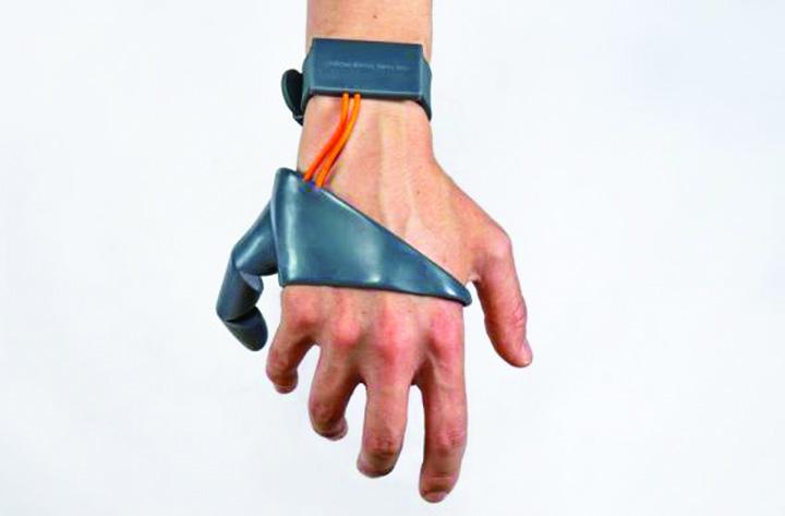 MjRlNTI2MzUyODJjOTRlOTA2NDRhZjcwOWNl.thumb  S a inventat al saselea deget!