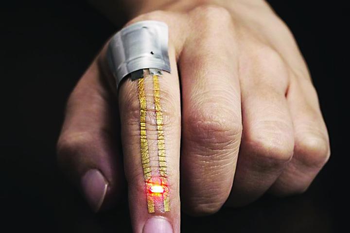 Tatuajul inteligent va include senzori care monitorizează sănătatea 2 768x512 Tatuaj pentru sanatate