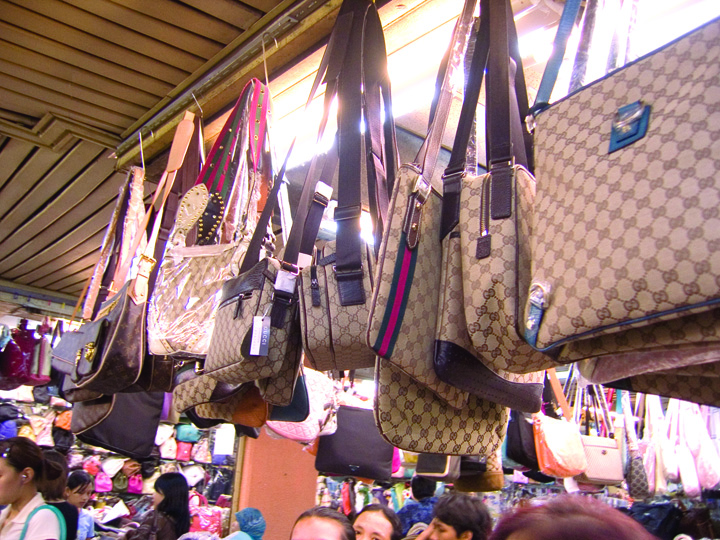 contrafaceri 1 Contrafacerile lasa someri 800.000 de europeni