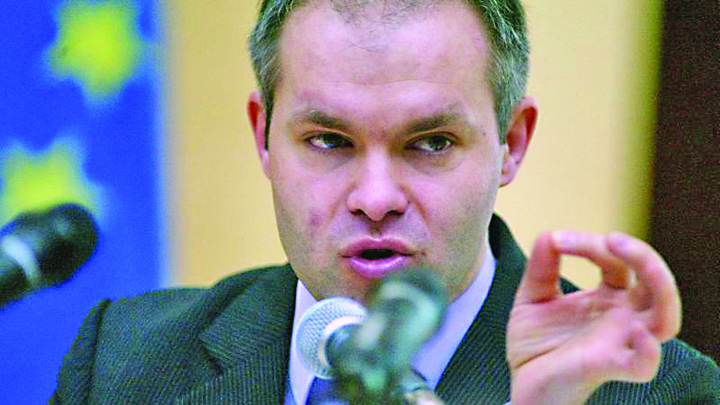daniel funeriu 09971500 Funeriu vrea interzicerea  opiniilor antivaccin