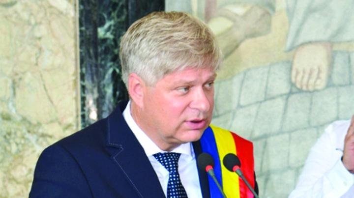 daniel tudorache 1 MEDALION Rapid la Primaria Sectorului 1, la mana lui  Firea