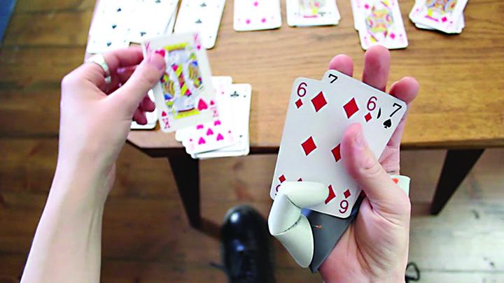 deuxieme pouce extension main video S a inventat al saselea deget!