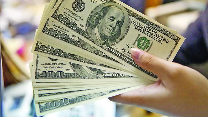 dollar Dolarul, la pamant