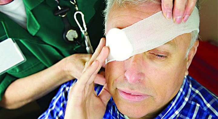 eye bandage A primit 155.500 euro penttru ochiul  pierdut intr un accident auto