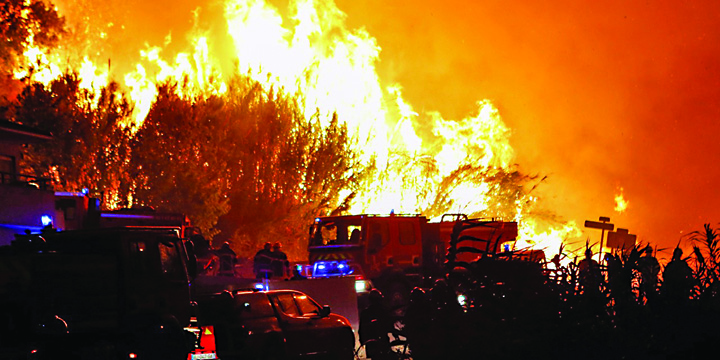 foc 1 Franta arde, Macron se joaca de a Top Gun