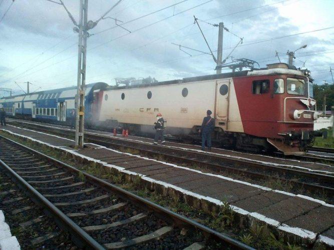 incend 1 667x500 Locomotiva unui tren cu destinatia Bucuresti a luat foc pe drum
