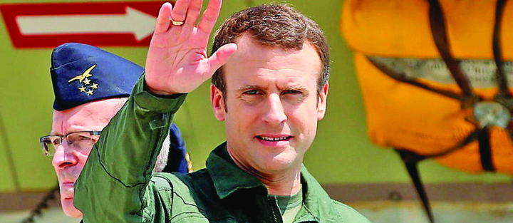 macron 5 Franta arde, Macron se joaca de a Top Gun