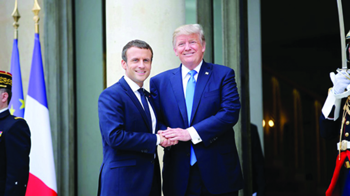 macron trump Trump: Macron adora sa ma tina de mana