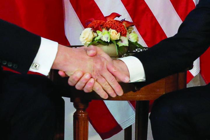 mana macron Trump: Macron adora sa ma tina de mana