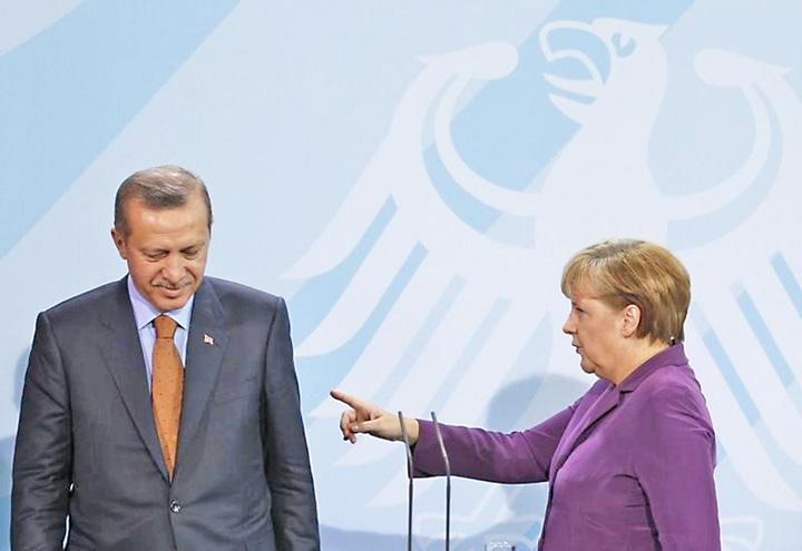 merkel erdogan Merkel il loveste la portofel pe Erdogan