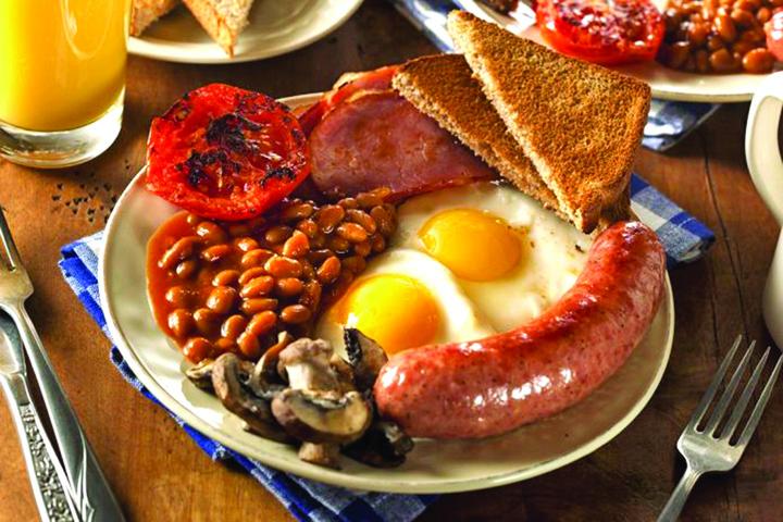 mic dejun traditional englezesc 40237604 696x464 Brexitul scumpeste...breakfast ul!