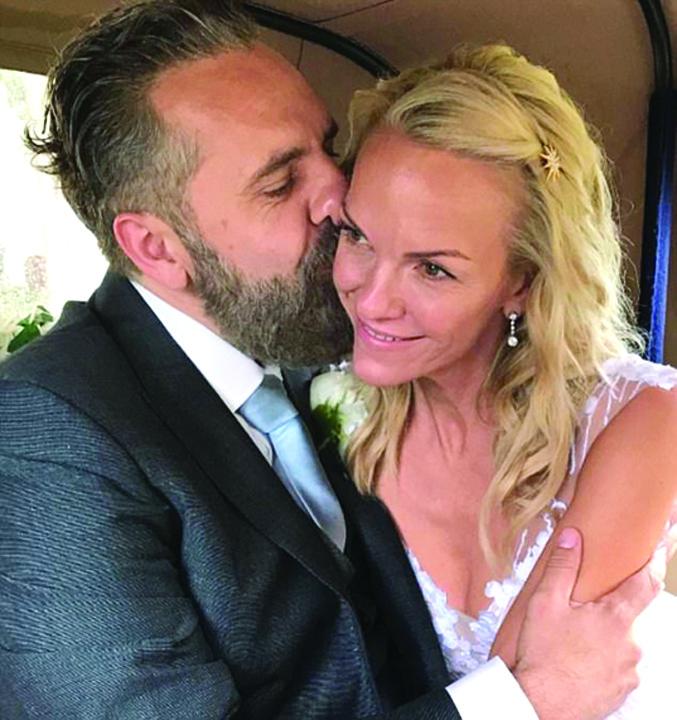 nunta 1 1 Fiica magnatului  Rupert Murdoch, inca o nunta la 48 de ani