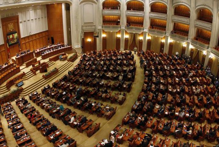 parlamentari Parlamentarii trec de partea intelectualilor