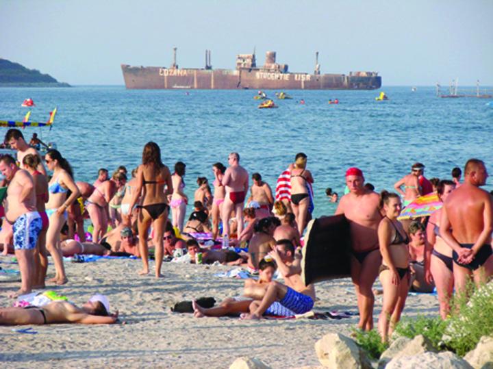 plaja costinesti 794x595 Firea da 700.000 de euro pe vacantele studentilor la mare