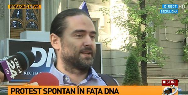 prot Deputat pesedist, printre participantii la un protest in fata usii DNA ului