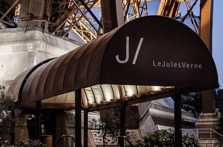 restaurant Trump ia masa cu Macron in Turnul Eiffel