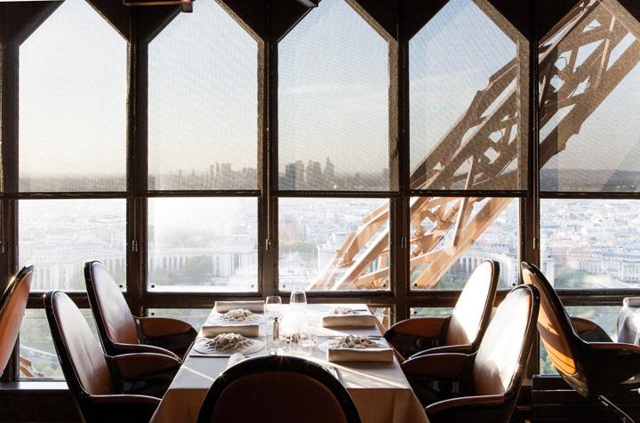 restaurant1 Trump ia masa cu Macron in Turnul Eiffel