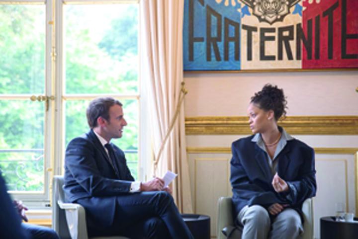 rihanna 1 Macron, piratat de rusi pe Facebook