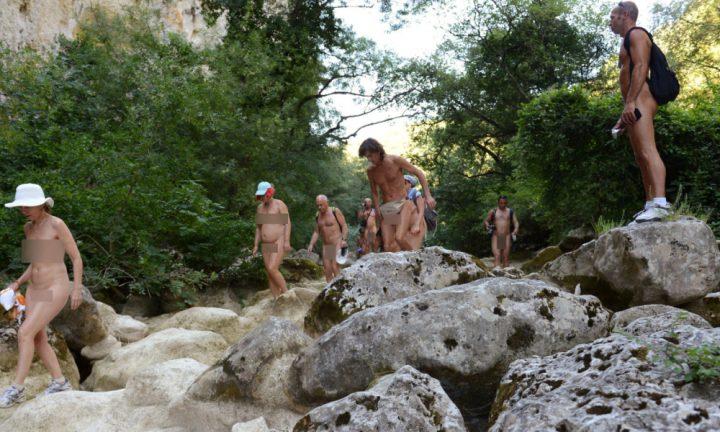 Paris: primul parc pentru nudisti din Europa