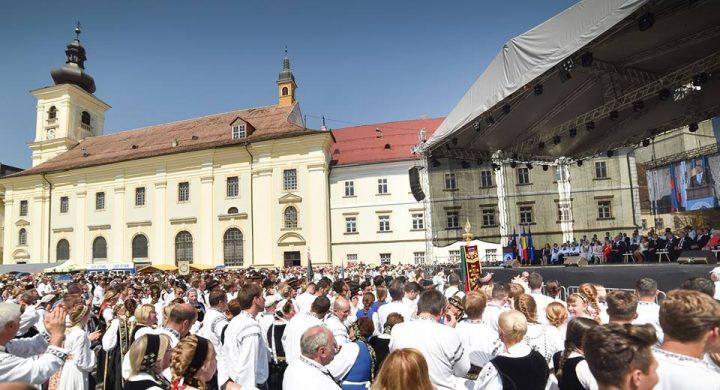 20526375 1437977092956204 4675992820701457239 n 720x390 Incident. Femeie doborata de caldura, la Sibiu, chiar in timpul discursului presedintelui
