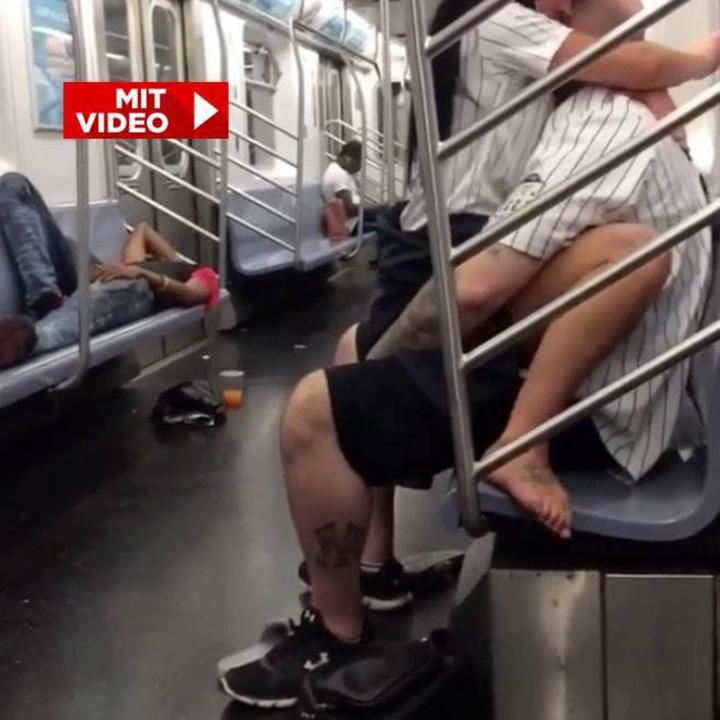 20863930 840304846135517 698552817 n Lumea a luat o razna! Partida de sex nebun in metrou