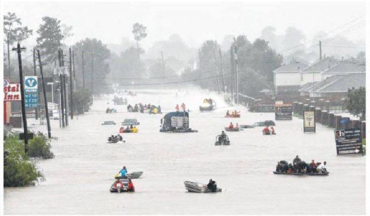 21175484 848067942025874 1837370286 n 720x420 Tinuta de inundatii a Melaniei: pantofi cu toc stiletto si ochelari de aviator!