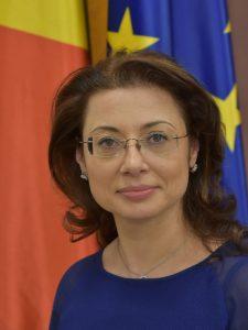 Florea Oana 225x300 Reactia sefei Comisiei parlamentare de ancheta, dupa decizia CCR