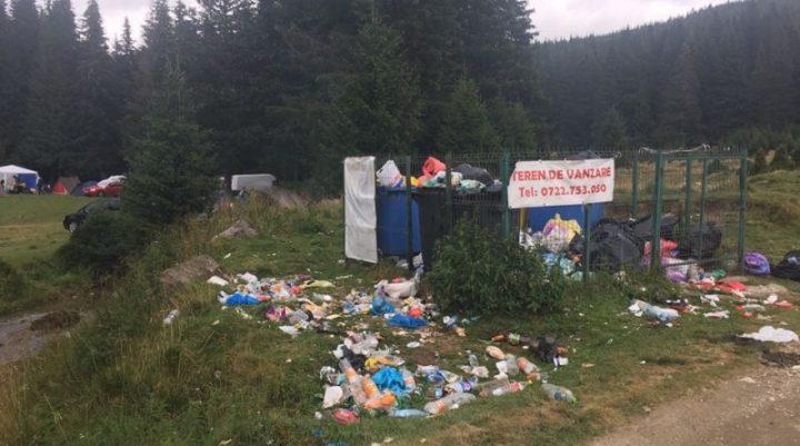 Gunoaie Padina 15 august 2017 720x401 Cum isi bate joc Romsilva de natura si de turisti