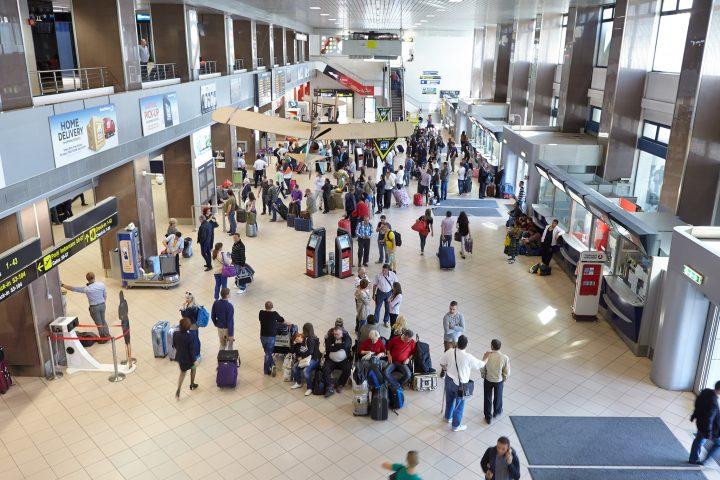 Intrare aeroport 720x480 Turisti romani umiliti in Portugalia sub ochii consulului nostru