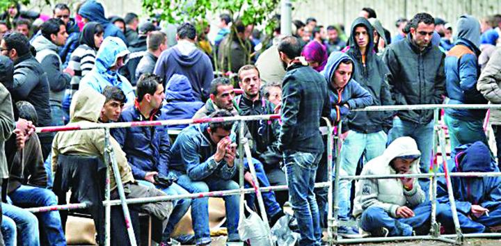 cap Val de migranti la poarta lui Iohannis!