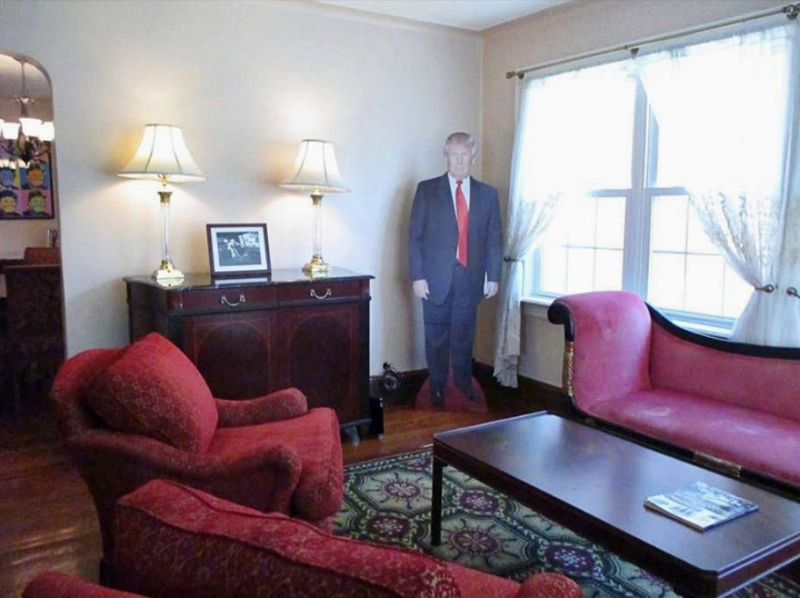 casa copilarie donald trump 777 dolari, o noapte la Trump
