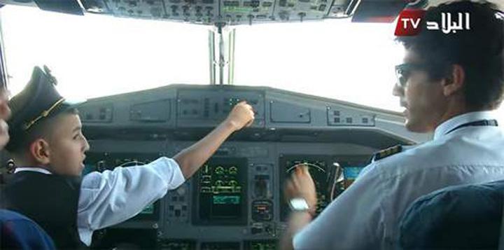 copil pilot Un copil, la mansa unui avion de linie