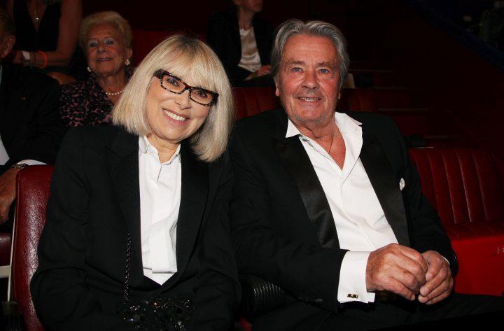 darc 720x473 Mireille Darc a murit in bratele lui Alain Delon