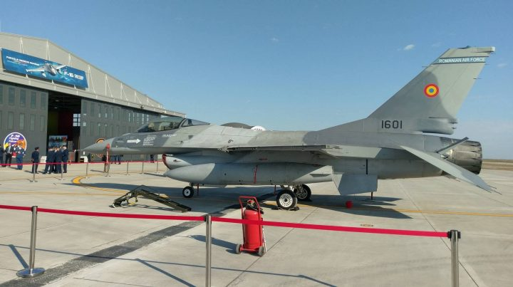 f 16 720x403 Avioanele F 16 vor fi reparate la Bacau