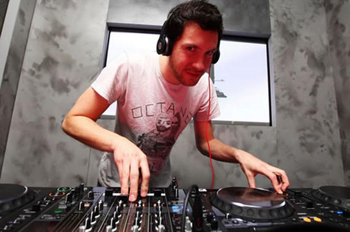 harris 1 DJ ul care incaseaza 48,5 milioane de dolari