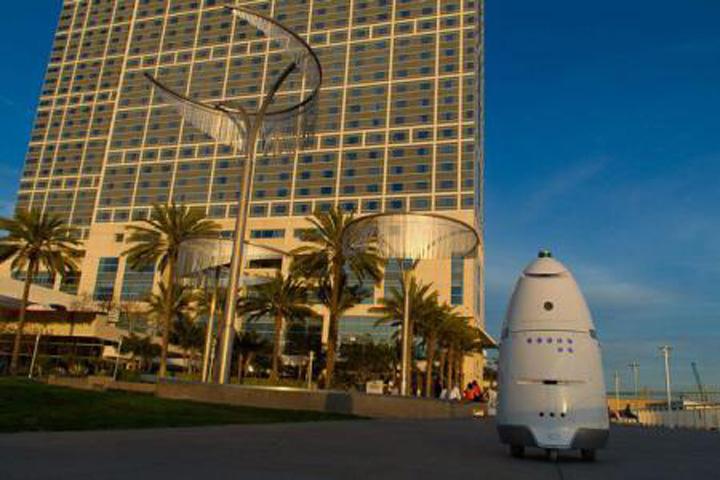 imageResize Premiera: un robot s a sinucis