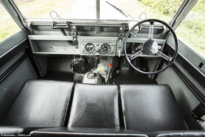 land rover 2 720x480 Masina tanc