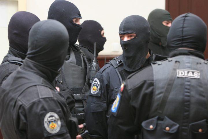 mascati perchezitii 720x480 Mafia din Sanatate, lovita in moalele capului