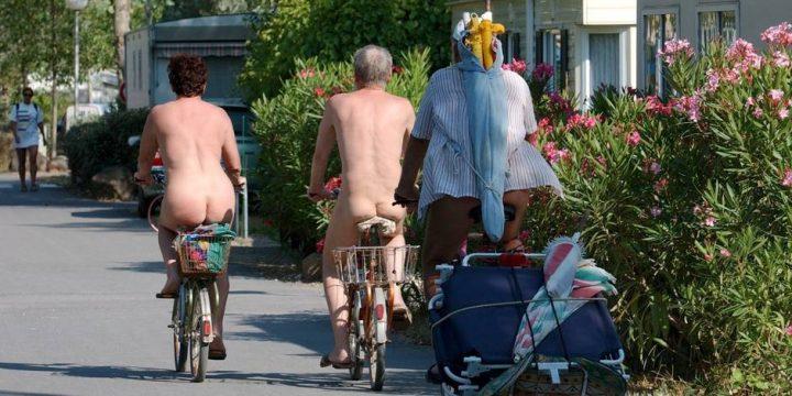 nudisti 1 720x360 Paris: primul parc pentru nudisti din Europa