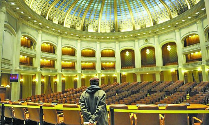 parlament gol 1024x614 c Hai sictir, chiulangiilor!