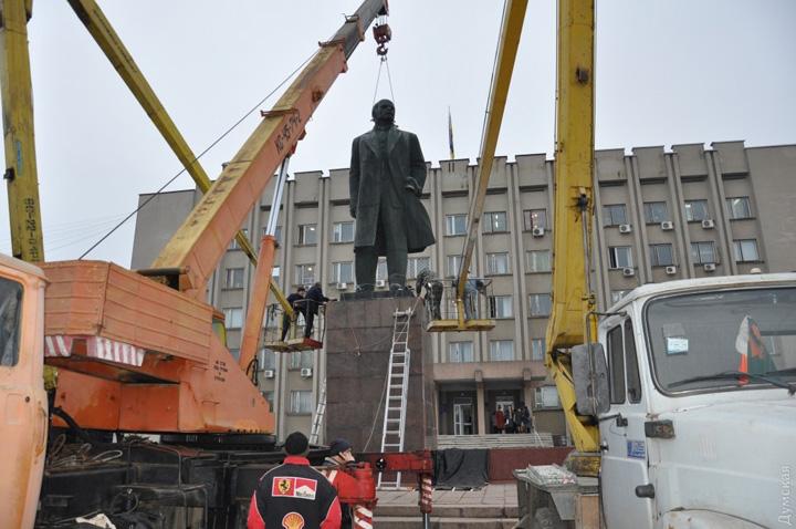 "picturepicture 97513220140874 29412 Ucraina si a scos ""Leninii"" de pe strazi"