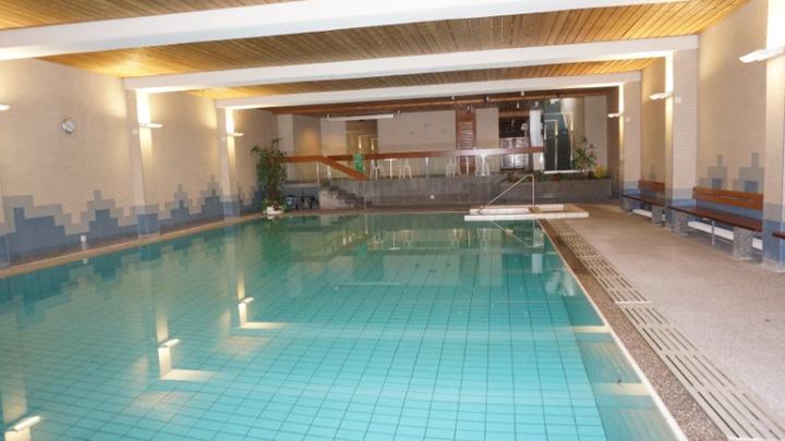 piscina In Elvetia, evreii sunt trimisi la dusuri