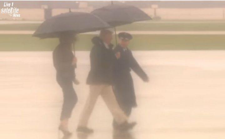 poz 720x444 Sotii Trump au vizitat zonele inundate. Tinuta Primei Doamne, analizata indelung (VIDEO)