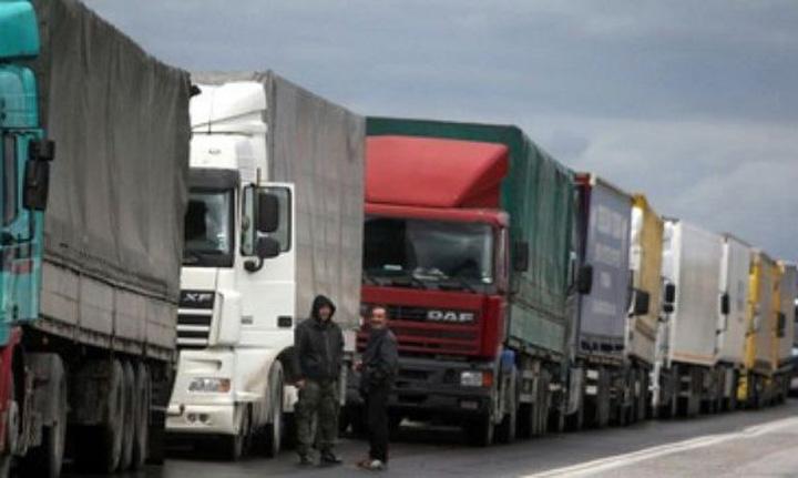 transportatori Transportatorii romani pun de un protest in cinstea lui Macron