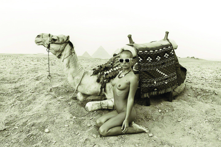 21616945 854825291350139 1998236610 o Batuti de politisti dupa ce au realizat o sedinta nud intr un templu egiptean