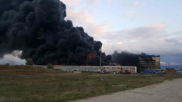 21740452 487058824990587 7077638689391526753 n incend 720x405 Incendiul de la fabrica din Orastie, lichidat dupa ore intregi de eforturi – FOTO/VIDEO