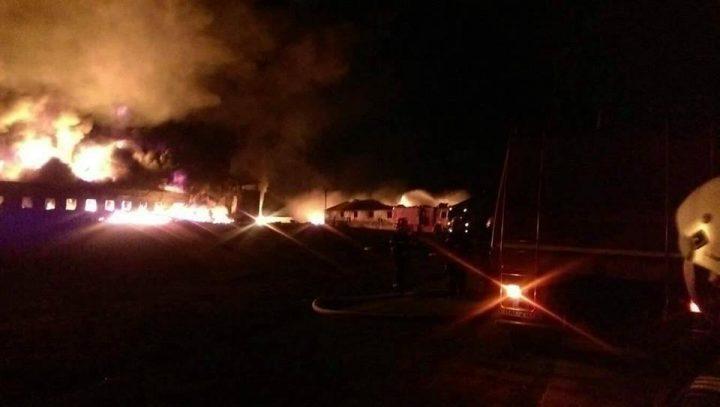 21742966 487058448323958 1326041092311502153 n incend 720x407 Incendiul de la fabrica din Orastie, lichidat dupa ore intregi de eforturi – FOTO/VIDEO