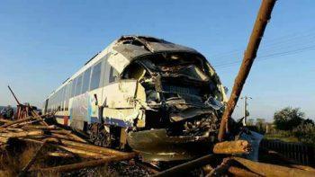 22089692 2029906037237610 6791487041639249541 n accid tren 350x197 Accident. Camion lovit de tren, in judetul Mures